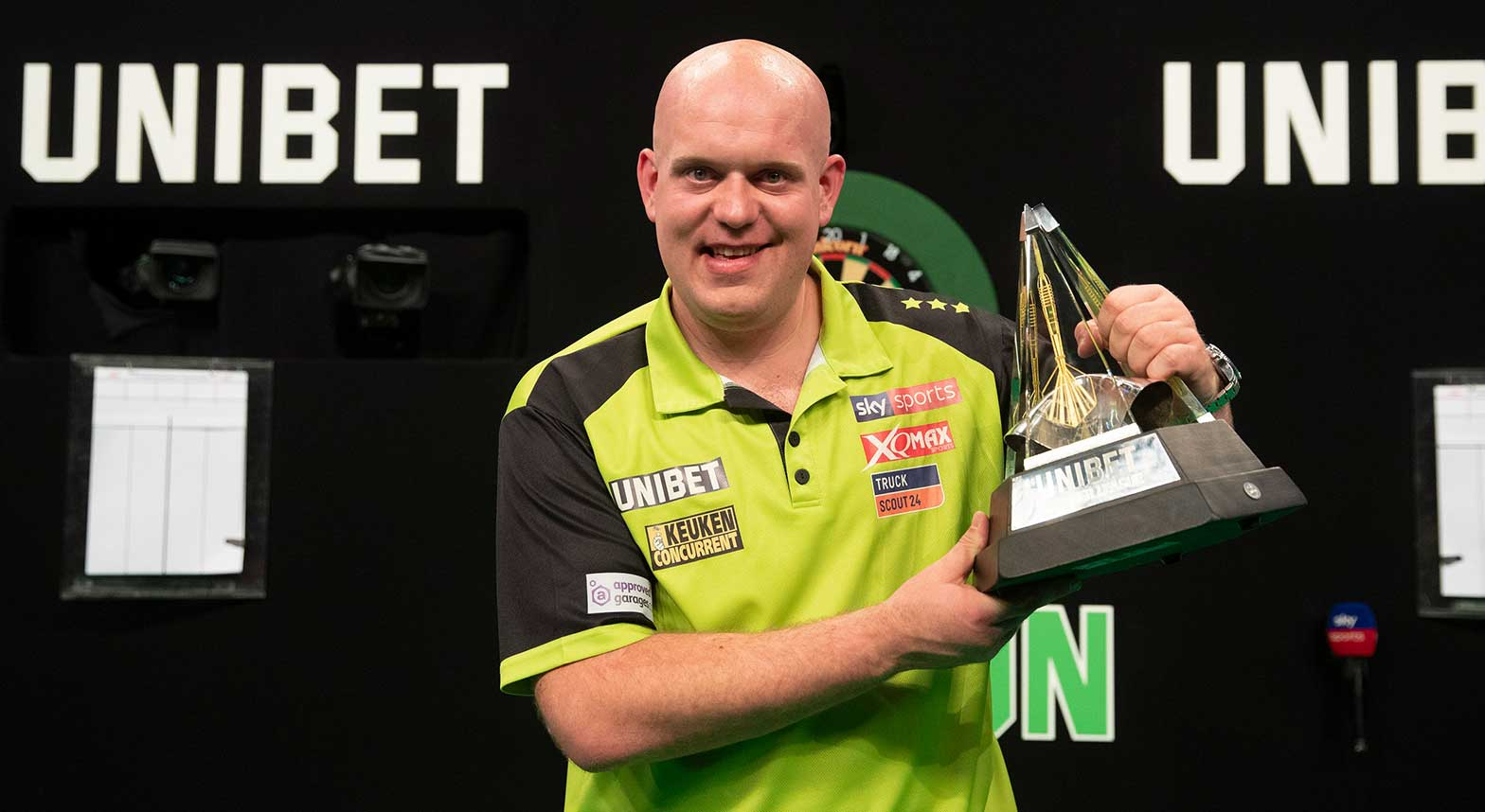 premier-league-darts-vangerwen.jpg